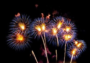 firework-display-background-for-celebration-4G3P2JZ.jpg